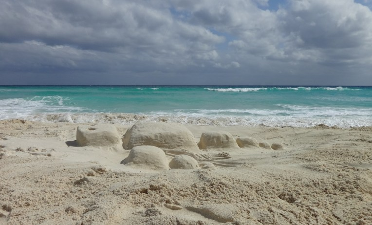 2013-11 Robot in the sand 1